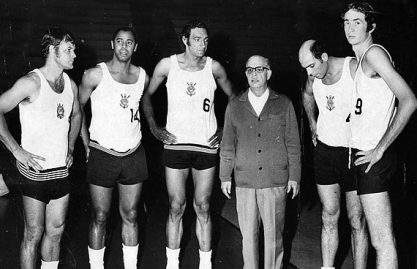 O esquadrão corinthiano base da Seleção Brasileira nos anos 50. Desde aquela época, os demais esportes tabelavam com o Futebol.