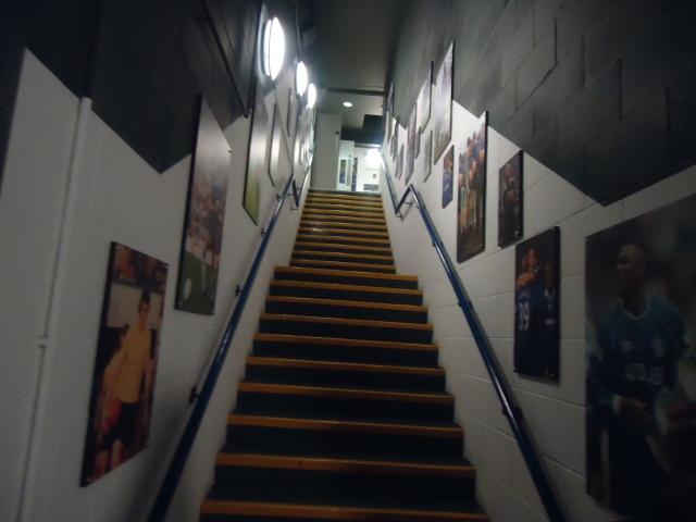 Túnel de entrada do pequeno Museu do Chelsea. 70% do Museu é quadro e pára por aí.